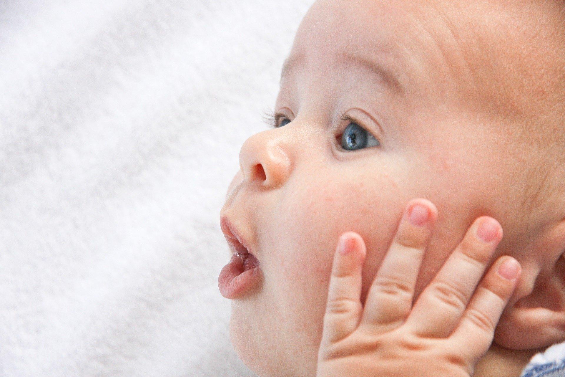 Babys lesen von den Lippen ab